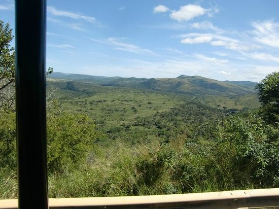 Hilltop Camp: Uitzicht vanuit de safariwagen op het Hluhlu-park, april 2014