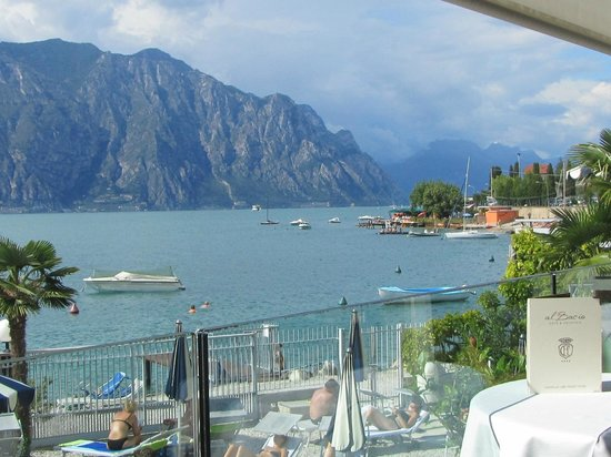 Hotel Castello Lake Front: The best place in Malcesine to enjoy a cold beer