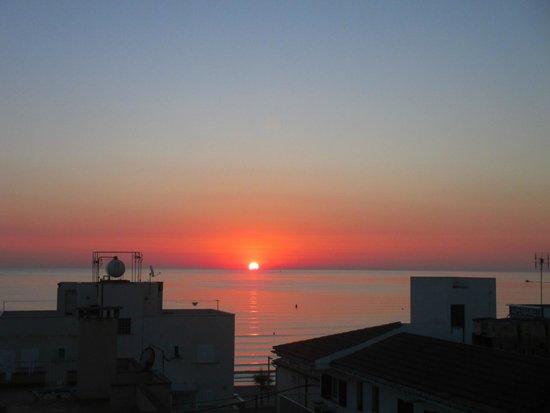 Hotel THB Gran Playa: Amanecer desde la habitación.