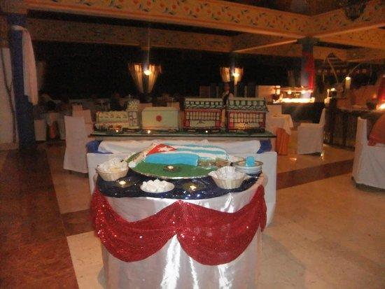 Paradisus Rio de Oro Resort & Spa: Buffet