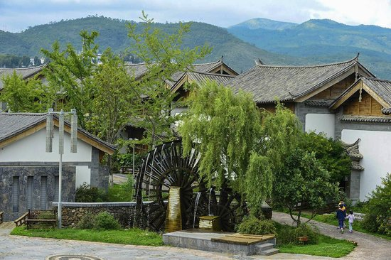 InterContinental Lijiang Ancient Town Resort: Crown Plaza Lijiang setting
