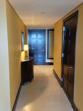 InterContinental Boston : Suite - hallway