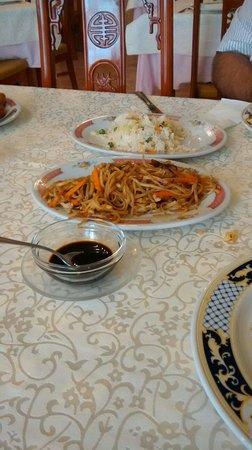 Manzana Roja: Arroz con verduras y tallarines con setas