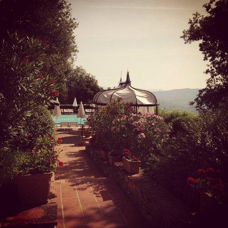 Il Borgo di Vescine - Relais del Chianti: Piscina con panorama