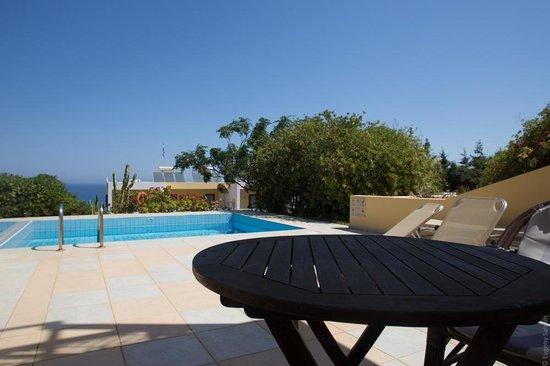 Golden Villas: Pool