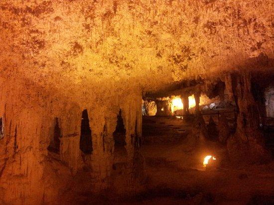 Frecce delle Grotte di Antonio Piccinnu: inside the cave