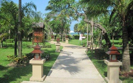 Ravindra Beach Resort & Spa: на пляж