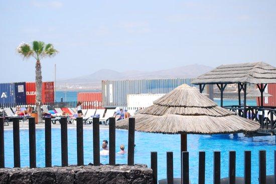 Barcelo Castillo Beach Resort : vue sur les containers