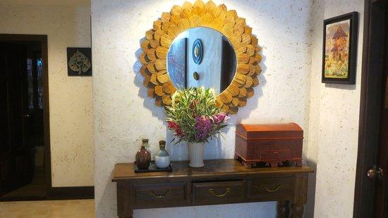 Viang Thapae Resort: Artwork everywhere