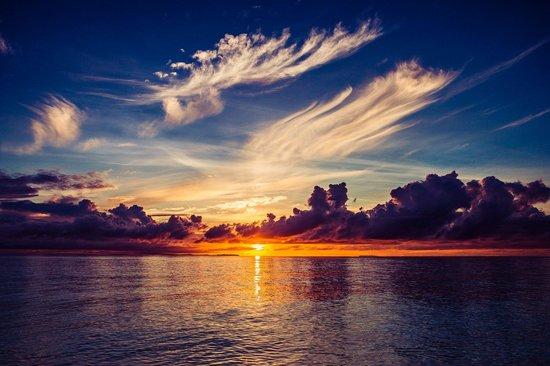 Pom Pom Island Resort & Spa : 海滩的日落