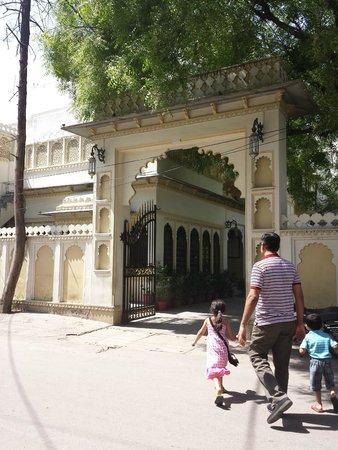 Hotel Mahendra Prakash : Entrance