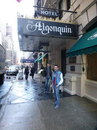 The Algonquin Hotel Times Square, Autograph Collection: Devant l'Hôtel