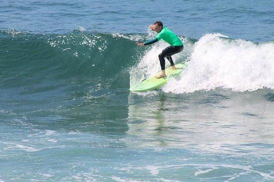 lets go surfing: fotografía de longbeach surf camp salinas, salinas