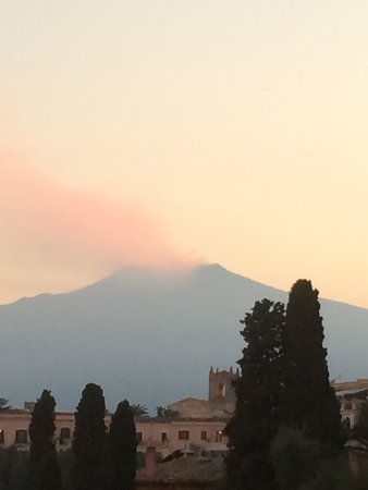Monte Tauro Hotel: View of ETNA, taken on the road by the hotel