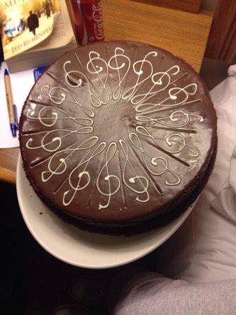 Garden Court Nelson Mandela Boulevard: Birthday cake surprise
