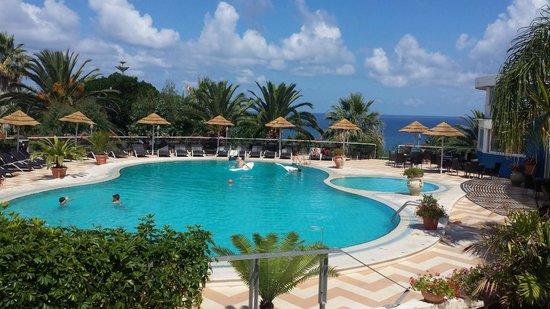 Hotel Villaggio Stromboli : la piscina