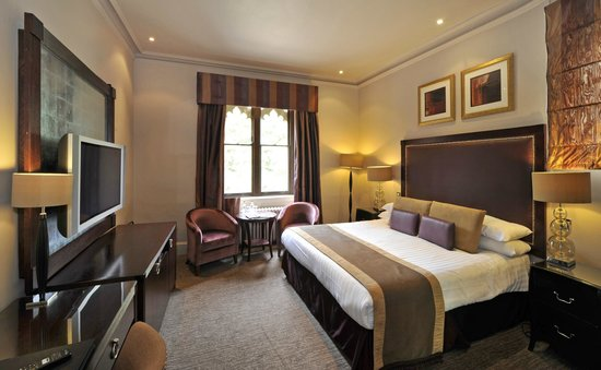 Nutfield Priory Hotel & Spa: Deluxe Room