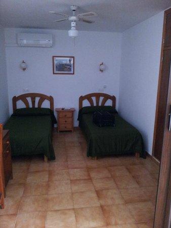 Apartments Vista al Puerto : habitación pequeña