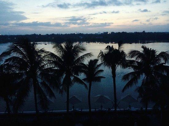 Villa Song Saigon : la superbe vue sur la riviere et les rizieres de notre chambre, a l'aube