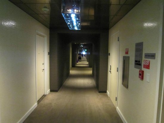 W Hollywood : Dark hallways
