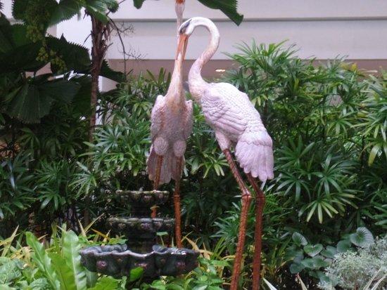 Shangri-La's Mactan Resort & Spa : hotel statuary