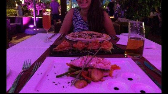 La Terrazza del Mare: I proposed... Med/rare salmon Bruschetta Regina pizza (w/out mushrooms, came with mushrooms)