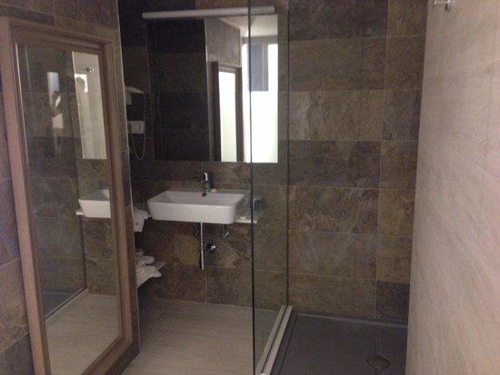 Hotel Marfil: bagno nuove camere 2014