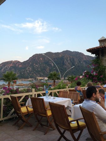 MARTI Resort de Luxe : Dining on the terrace