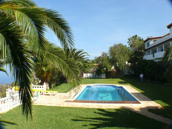 Residencial Rolando: Der Garten mit Pool.