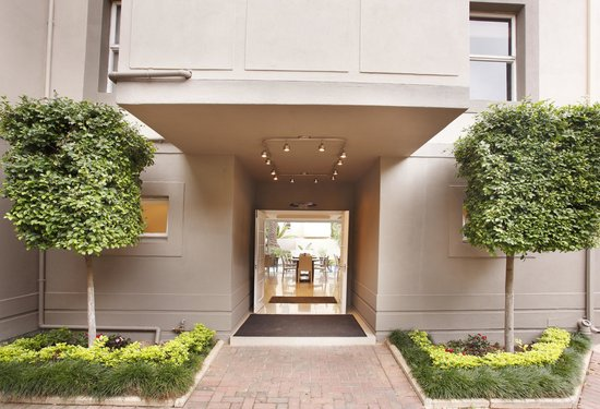 The Capital Villa: Entrance