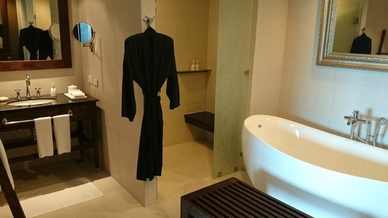 Sunsuri Phuket: Bathroom