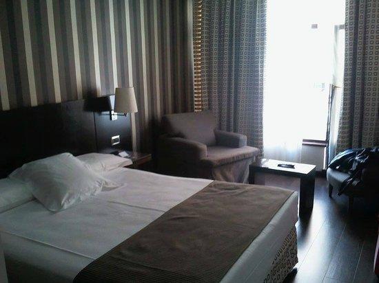Hotel Conde Duque Bilbao: Habitación doble con terraza