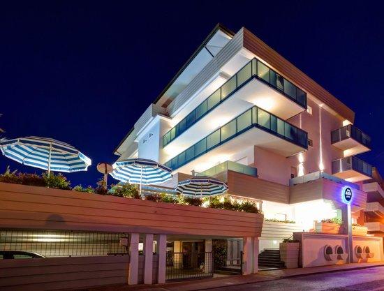 Hotel Mayer : Mayer by night