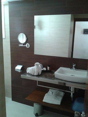 Beach Club Font de Sa Cala : salle de bain de la chambre 104