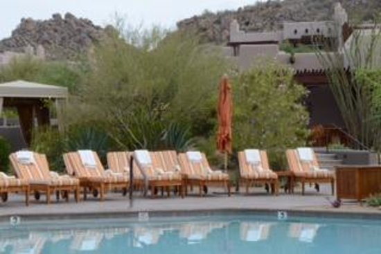 Four Seasons Resort Scottsdale at Troon North: Family pool before anyone arrives.