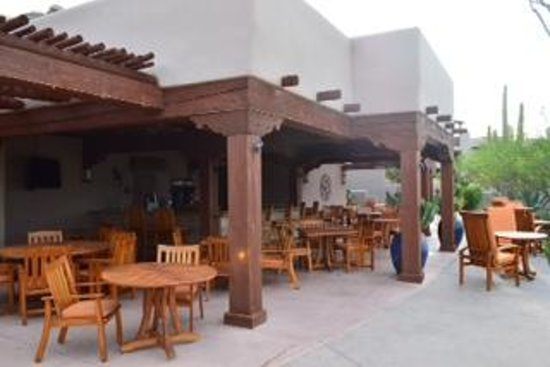 Four Seasons Resort Scottsdale at Troon North: Saguaro Blossom restaurant by the pool.