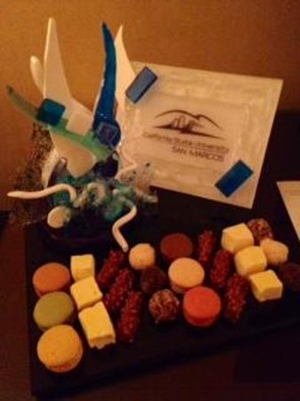 Four Seasons Resort Scottsdale at Troon North: Sugar art (by Brianne) in our room at arrival. Congratulating our son on graduating from college
