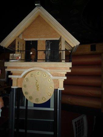 Santa Claus Village: Часы перед комнатой Санты