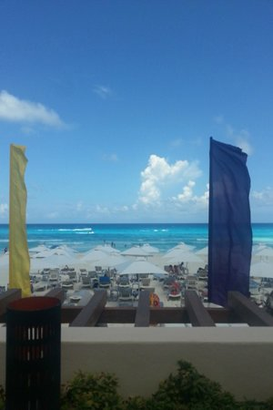 Secrets The Vine Cancun : view from the pool