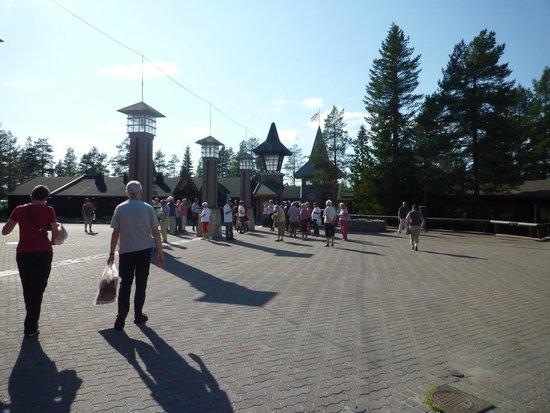 Santa Claus Village: Туристов всегда много