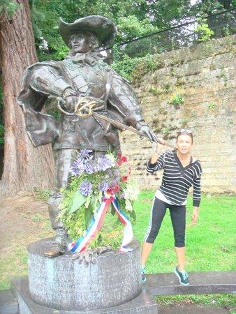 Maastricht Running Tours: dartagnan statue