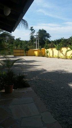 Imperatriz Paraty Hotel: Vista de frente para o estacionamento
