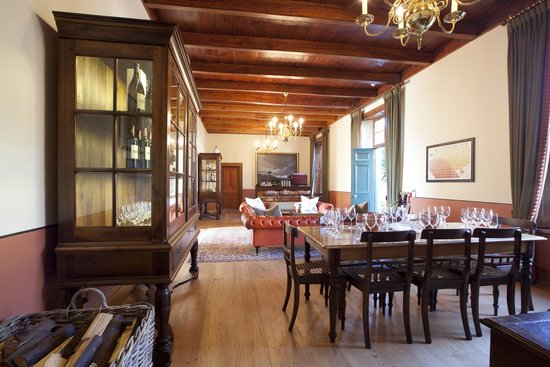 Anthonij Rupert Wyne Estate & Terra del Capo Tasting Room: Anthonij Rupert Tasting room main tasting area