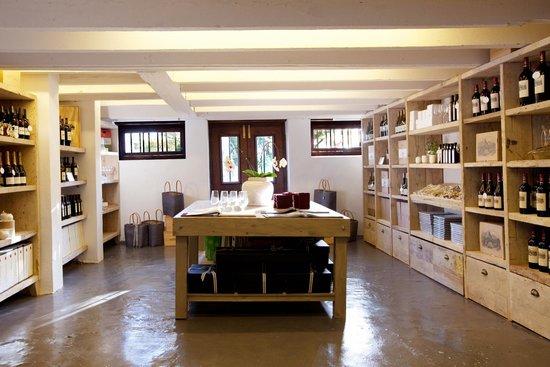 Anthonij Rupert Wyne Estate & Terra del Capo Tasting Room: Anthonij Rupert tasting room Cellar shop