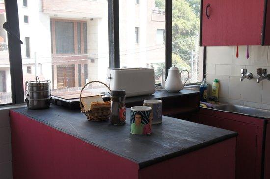 Bed and Chai Masala: Nice kitchen