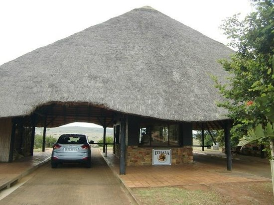 Ntshondwe Lodge: Mvunyane Main Gate van Ithala Bame Reserve, april 2014