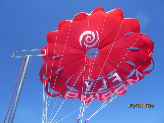 AlgarExperience: The biggest parachute ever used for parasailing and we got to be there the first day it was used