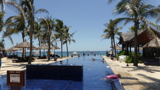Sunrise Premium Resort Hoi An: Beach pool