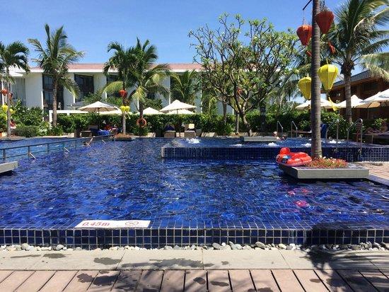 Sunrise Premium Resort Hoi An: Main pool