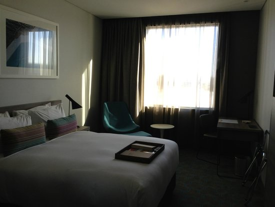 Rydges Sydney Airport Hotel: 窓の外は駐車場
